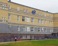 Центр разработок компании Intel занимает втехнопарке отдельное здание (на сегодняшний день технопарк состоит всего из двух строений) площадью 3740 кв. м. На первом ивтором этаже располагаются офисные помещения, где работают программисты, авподвале размещен дата-центр, связанный состальной сетью Intel высокоскоростным каналом