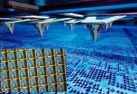 Устройства памяти, построенные по принципу массивов, используют наборы микроскопических