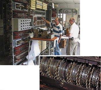 По инициативе Национального музея компьютерной техники копию Colossus (фото вверху) решили противопоставить современным компьютерам, организовав состязание врасшифровке сообщений, закодированных немецкой шифровальной машиной Lorenz SZ42, имевшей 12 шифровальных дисков (на фото справа)