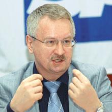 Леонид Тюкавкин озвучил стоимость проекта: около 7 млн. долл. на внедрение в течение трех лет, затем около 1 млн. долл. в год на поддержку системы