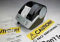 Принтер для этикеток инаклеек P-touch, может быть использован впроизводстве, ресторанном бизнесе, торговле, транспортных ителефонных компаниях, атакже вофисе идома