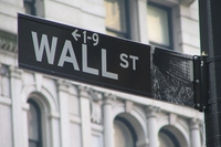 Комиссия по ценным бумагам и биржам США фактически отдала вопросы финансового регулирования на откуп самим компаниям, предоставляющим финансовые услуги и опирающимся в этом на закрытые программные системы