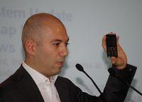В ходе выставки ITU Telecom World в Женеве Денис Свердлов продемонстрировал прототип нового телефона GSM с функцией VоIP-over-WiMAX