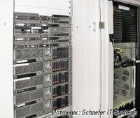 Рисунок 2. Серверы и ИБП в стойках полностью изолированы, поэтому холодный воздух подается только к устройствам, требующим охлаждения.