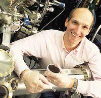 По словам Даррела Шлома, сегнетоэлектрические транзисторы концептуально меняют порядок загрузки и хранения данных в компьютерных системах