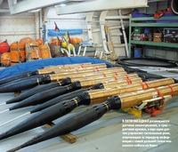 Впяти насадках размещаются датчики землетрясения, втрех— датчики цунами, аеще один датчик управляет сигнальным реле, отвечающим за передачу информации ссамой дальней точки океанского кабеля на берег