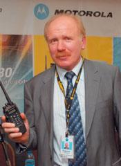 Радиостанции MOTOTRBO могут связываться между собой как напрямую, так и через ретранслятор