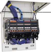 В зонном узле устанавливаются коммутационные панели, 48-портовый коммутатор, а также коммутационные модули DPoE Compact 8 Mid?span. Последние совместимы с коммутаторами Cisco и способны обеспечивать подачу на каждый порт питания, достаточного для работы таких устройств, как IP-камеры систем видеонаблюдения