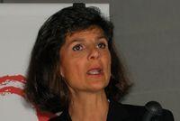 Патрисия Руссо, генеральный директор Alcatel-Lucent, до слияния руководившая Lucent, останется в завершающей объединение компании лишь до конца текущего года