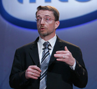 По образному определению Патрика Гелсингера, старшего вице-президента Intel, которому, собственно, и принадлежит идея проведения Intel Developer Forum, спектр продуктов корпорации распространяется «от милливатт до петафлоп»