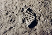 Спустя 40 лет после того, как в июле 1969-го астронавты сделали первые шаги по поверхности Луны, NASA готовит новую экспедицию к спутнику Земли