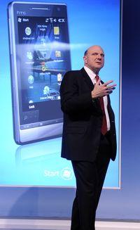 Презентацию новой версии Windows Mobile на выставке в Барселоне открыл сам генеральный директор Microsoft Стив Балмер