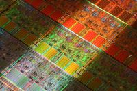 Реализуя в процессорах Xeon возможности более высокого уровня, Intel продвигает их в новый рыночный сегмент