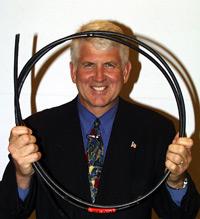 Метод построения сети, объединившей около сотни узлов посредством технологии, которая легла в основу Ethernet, впервые был описан в статье, опубликованной в июле 1976 года в журнале Communications of the ACM; одним из ее авторов был Боб Меткалф
