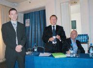 И. Зайцев (в центре) представляет эксперта по ПО HP Indigo