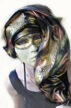 Рисунок 1. Всегда быть в маске. Этот образ охотно используется в качестве метафоры сознательного обращения с собственной идентичностью.