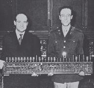 Преспер Эккерт и Герман Гольдштейн (справа) с арифметическим устройством для ENIAC