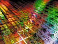 Новые процессоры будут изготавливаться по технологии с нормой проектирования 32 нм, что должно обеспечить более эффективное энергопотребление и более высокую производительность, чем в процессорах Opteron, при производстве которых используется 45-нанометровый техпроцесс
