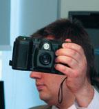 Внешне FieldView напоминает обычный фотоаппарат, но представляет собой беспроводной терминал персональной видеосвязи