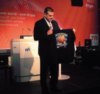Гай Гехт (EFI) демонстрирует перспективную продукцию: среди последних инвестиций EFI — вложения 3,5 млн долл. (2007г.) в Kornit Digital, выпускающую принтеры для печати по тканям