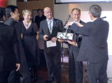 Самая представительная делегация от поставщиков (Roland) вручает подарки учредителю Дмитрию Руслановичу