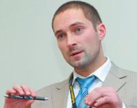 Как сообщил Евгений Новиков, его компания взаимодействует скрупнейшими сотовыми операторами России врамках испытаний коммерческих образцов продукции WiMAX