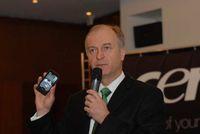 Эймар де Ленкесан демонстрирует первые смартфоны Acer российским журналистам