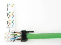 Рисунок 2. Вилка RJ45 для полевой установки с направляющими для правильной укладки отдельных проводников кабеля.