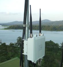 Узел RCP, который можно установить не только на высоких строениях, но и на деревьях и обеспечить электроэнергией от солнечной панели, обеспечивает устойчивую работу с Internet там, где раньше такой возможности просто не было
