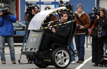 Новое транспортное средство способно передвигаться со скоростью до 55 км/ч и проходить без перезарядки аккумулятора до 55 км