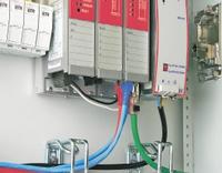 Рисунок 1. Подключение к кабельной системе коммутатора, монтируемого на DIN-рейку в шкафу промышленной автоматизации.