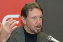 """Ларри Эллисон: """"Мы уверены, что данная сделка ускорит внедрение стандартизованного программного обеспечения промежуточного слоя на Java в качестве альтернативы закрытой архитектуры Microsoft .Net»"""