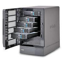 Рисунок 8. Новая система D-Link DSN-1100 рассчитана на пять дисков SATA 3,5″ и имеет емкость до 7,5 Тбайт. Для управления используется набор утилит IP-SAN Device Manager. NAS может работать как RAID 0, 1, 1+0 и 5, а при отключении внешнего питания встроенная батарея обеспечит функционирование в течение 72 ч. Интегрированный 10-гигабитный контроллер iSCSI поддерживает производительность на уровне 80 тыс. операций ввода/вывода в секунду.