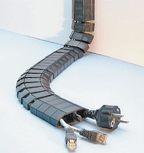 Рисунок 6. От точки консолидации силовые и информационные кабели выводятся в нужном месте через микролючки в гибкие кабельные каналы FLEXkanal, по которым доводятся до рабочих мест пользователей.