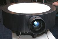 Инсталляционный проектор VPL-FH300L лучше всего подвешивать к потолку