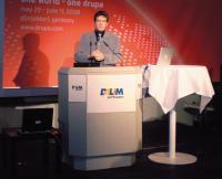 Исполнительный директор Dalim Software Кароль Верле демонстрировал новейший продукт — DALiM ViRTUAL LiBRARY