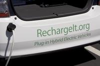 Проект RechargeIT – инициатива, призванная способствовать сокращению выхлопов углекислого газа в атмосферу через популяризацию электромобилей; сотрудники Google в Сан-Франциско, к примеру, могут бесплатно заряжать свои электромобили на офисной стоянке