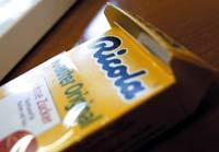 Упаковка для леденцов с защёлкой страхует коробку от случайного раскрытия