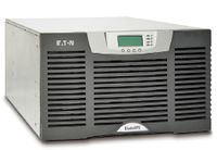 Рисунок 2. Модули Eaton BladeUPS могут устанавливаться непосредственно в стойки с оборудованием.